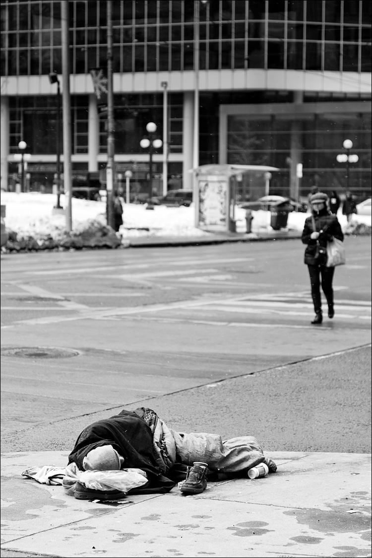 street sleeper || Canon5D2/EF24-105f4L | 1/250s | f4 | ISO400