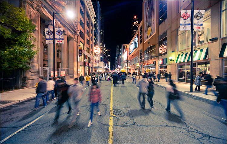 yonge walkers || Canon5D2/Sigma12-24@12 | 1/5s | f4.5 | ISO1600