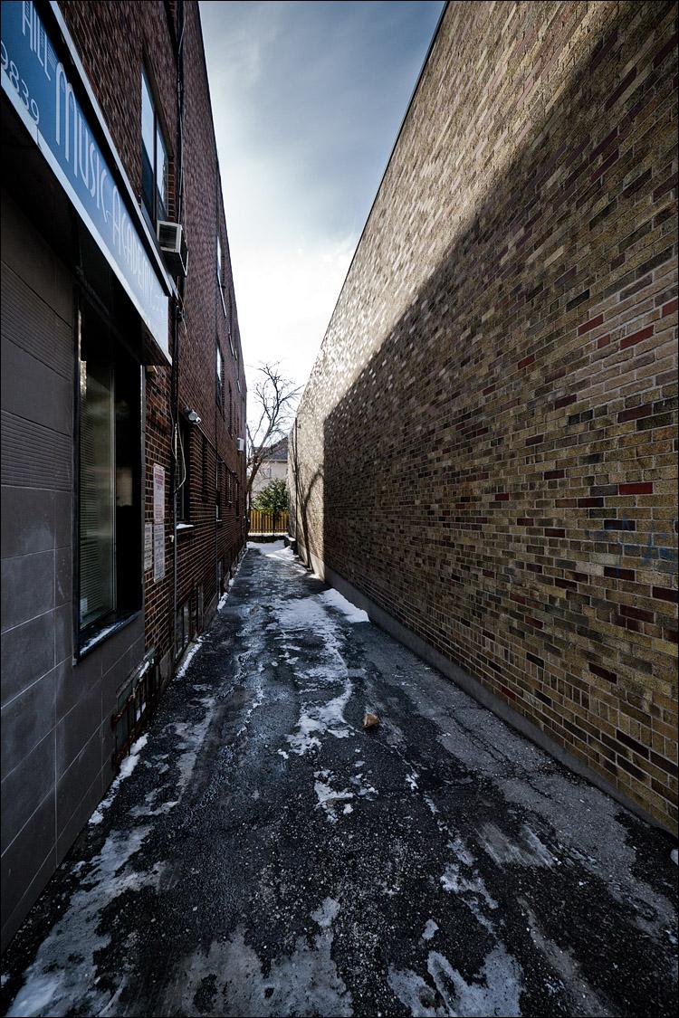 Brick alley || Panasonic GH2/Vario 7-14@7 | 1/320s | f6.3 | ISO160