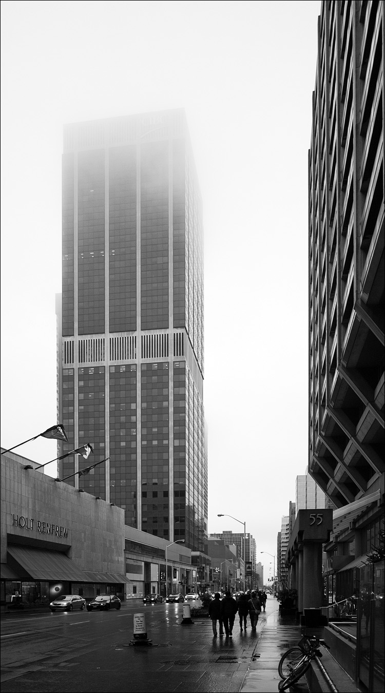 Fog Street || Panasonic GF1/Vario7-14@14 | 1/200s | f2.5 | ISO100
