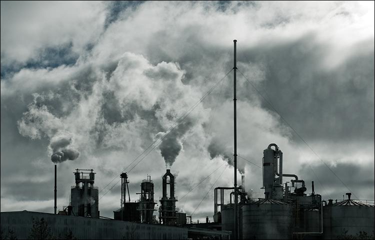 Industrial Sky || Panasonic GF1/Vario 14-140@32 | 1/640s | f11 | ISO100