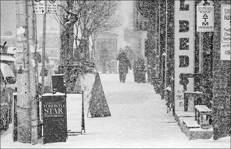 White Sidewalk || Panasonic GH2/Vario14-140@140 | 1/500s | f5.8 | ISO200