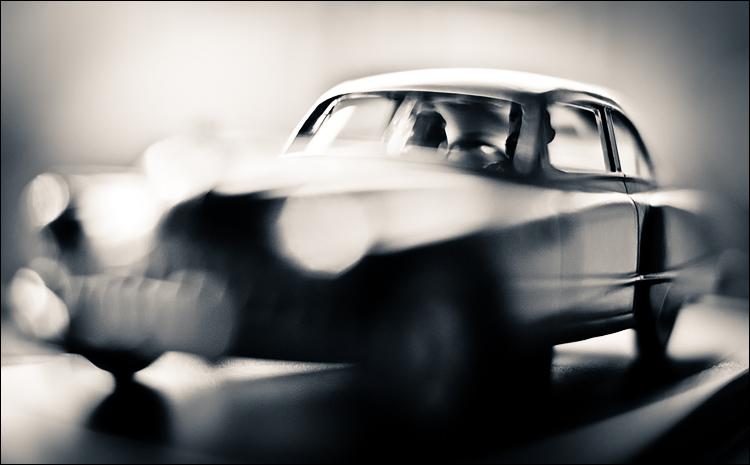 Black Gold Car || Panasonic GH2/Voigtlander f0.95 Nokton | 1/1000s | f1.0 | ISO160