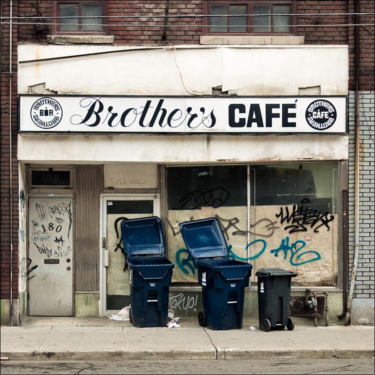 Brothers Cafe || Panasonic GF1/Pano20mmf1.7 | 1/1250s | f2 | ISO100
