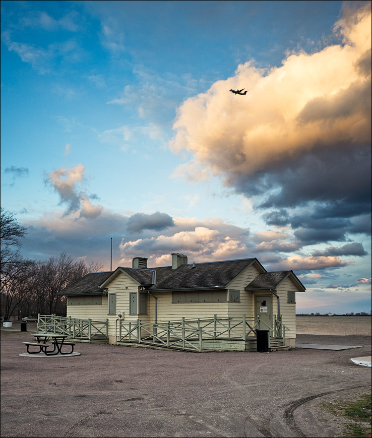 Beach House and the Plane || Panasonic GH2/Vario 7-14@14 | 1/125s | f4 | ISO160