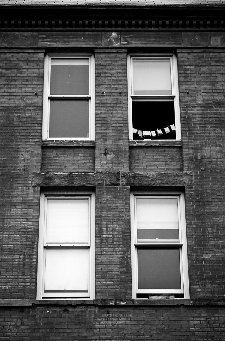 Window Teeth || Canon 5D2/EF24-105f4L@92 | 1/250s | f4 | ISO400