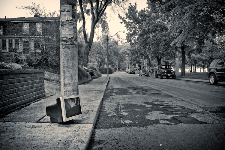 Street Monitor || Panasonic GH2/Vario7-14@14 | 1/60s | f4 | ISO200