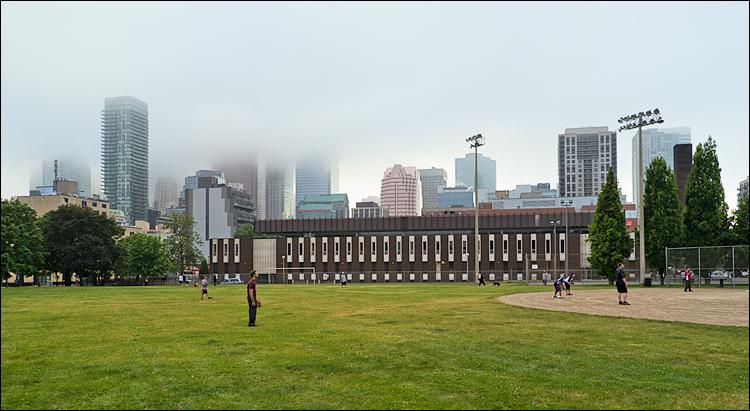 Field and Foggy City || Panasonic GH2/Vario14-140@15 | 1/200s | f6.3 | ISO160