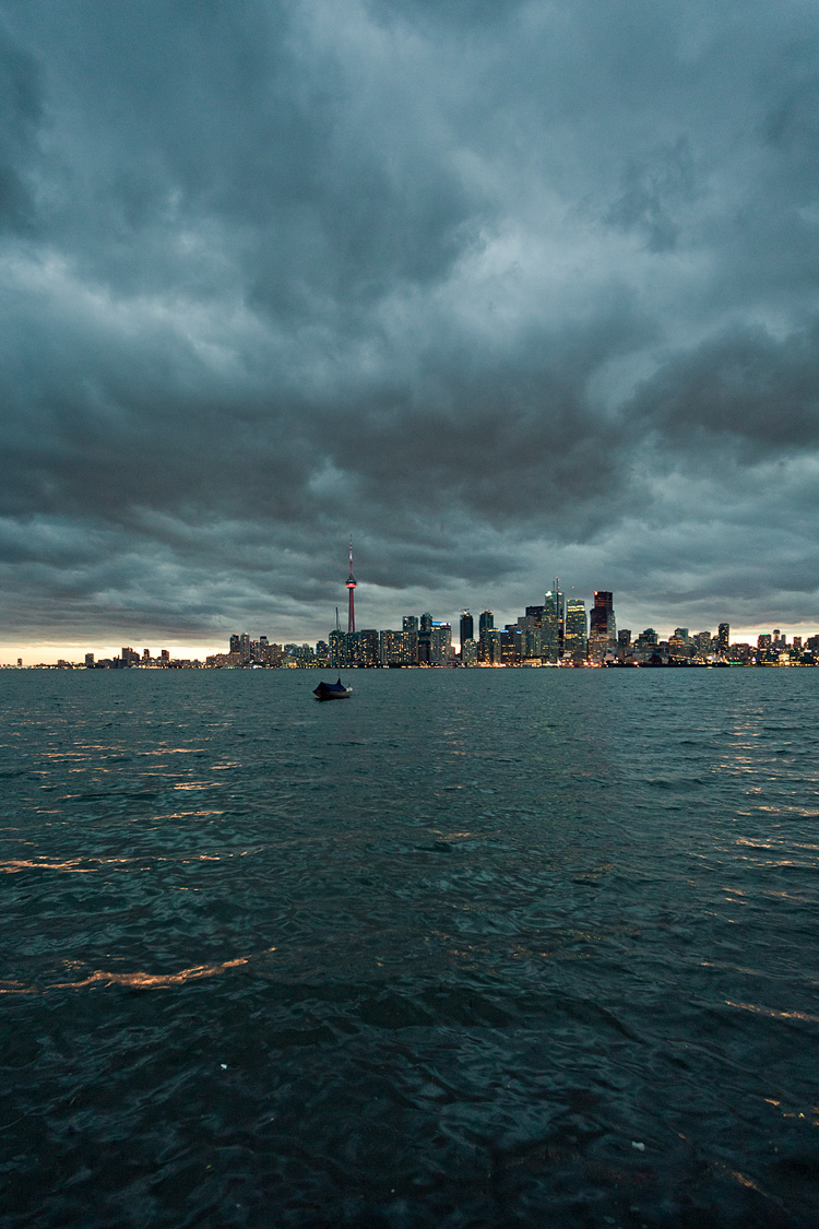 City under Clouds || Canon5D2/EF17-40L@17 | 1/25s | f4 | ISO1600
