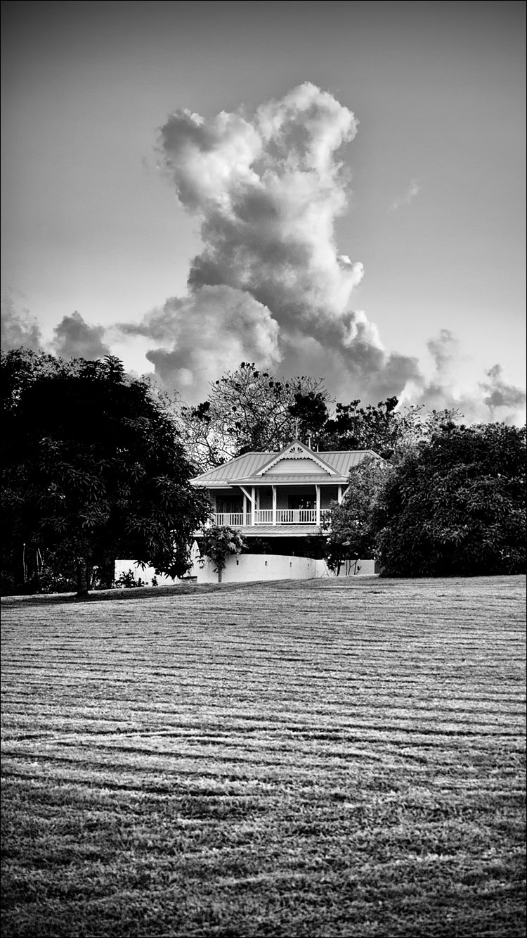 Tobago Cloud || Panasonic GH2/Vario 14-140@32 | 1/125s | f5.6 | ISO160