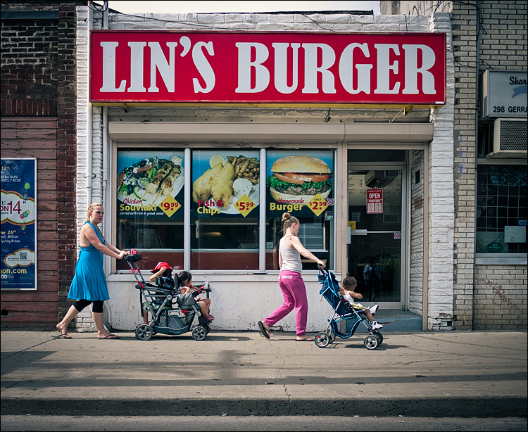 Lin's Burger || Panasonic GF1/Lumix14f2.5 | 1/1250s | f3.2 | ISO100