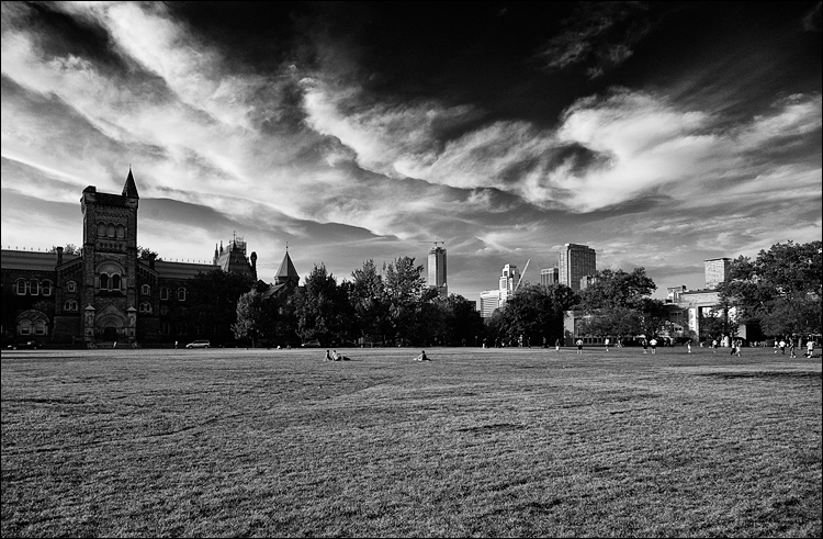 Clouds over Circle || Canon5D2/EF24-105f4L | 1/2500s | f6.3 | ISO800