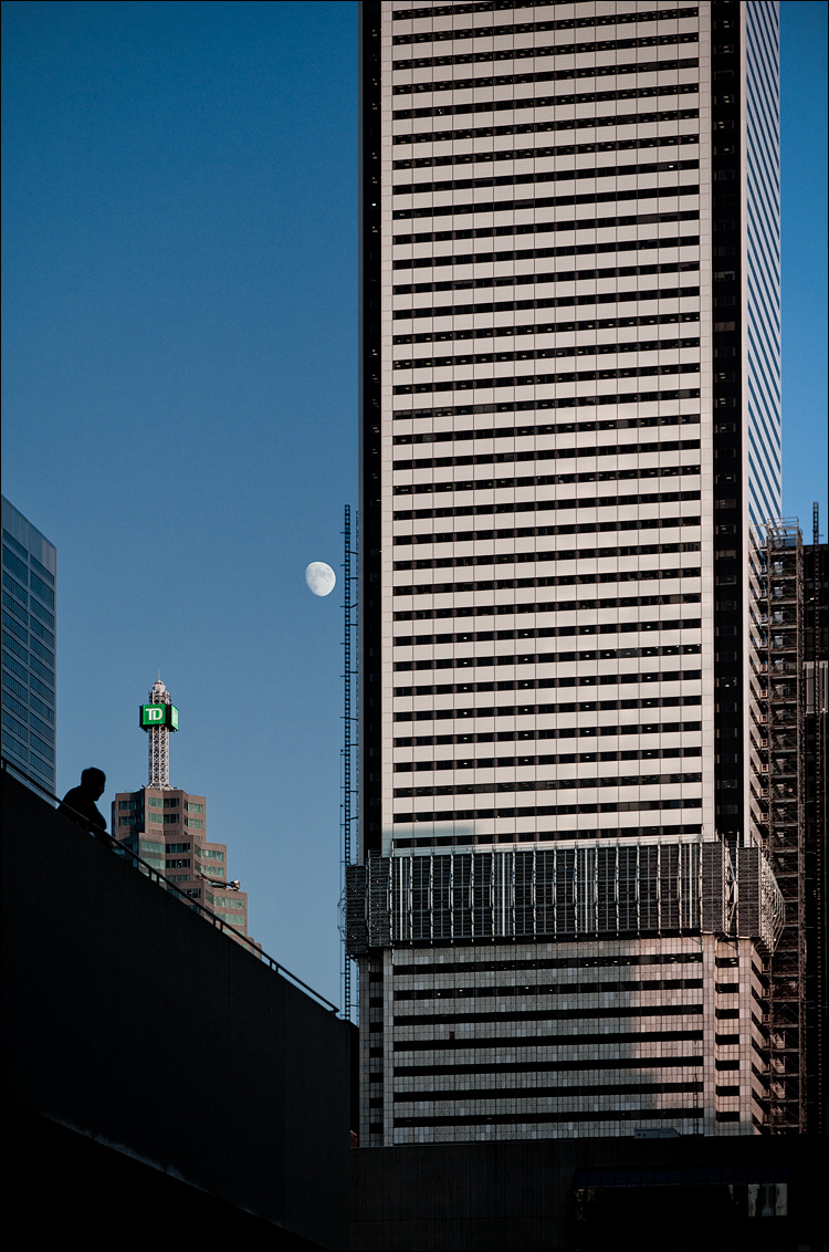 Tower Watching || Canon5D2/EF24-105f4L@105 | 1/800s | f5.6 | ISO400