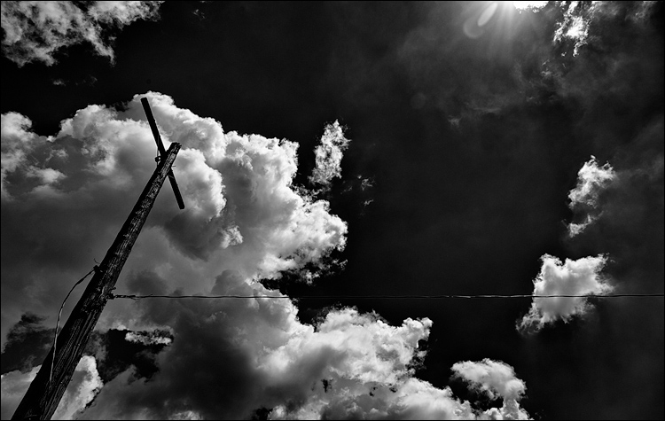 Clouds and Pole || Canon5D2/EF24-105f4L@24 | 1/640s | f8 | ISO100