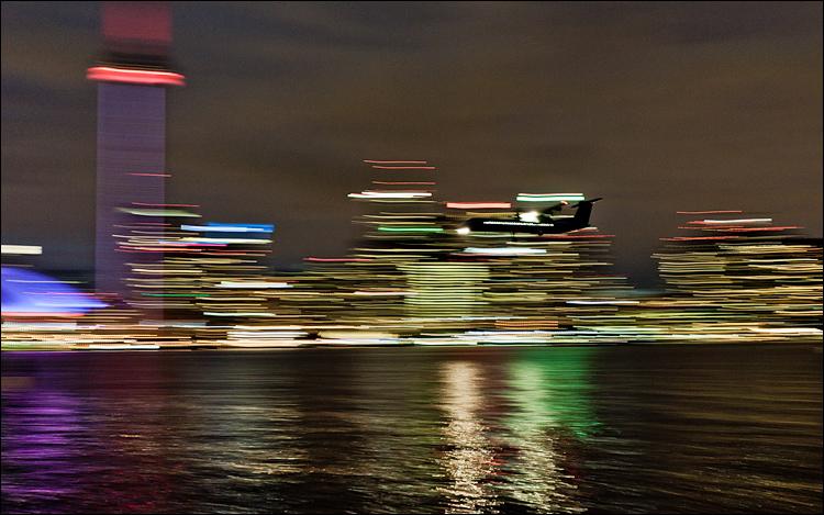 Landing Lights || Canon5D2/EF17-40f4L@40 | 1/4s | f4.5 | ISO1600