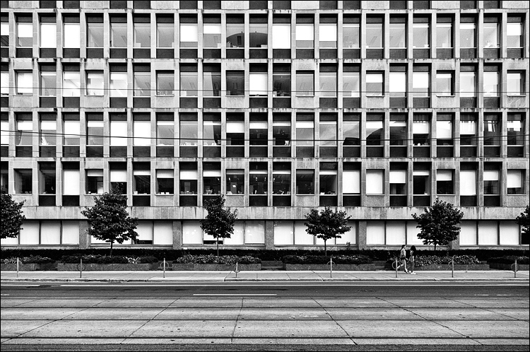 Windows and the Street || Canon5D2/EF24-105f4L@24 | 1/60s | f4 | ISO1250