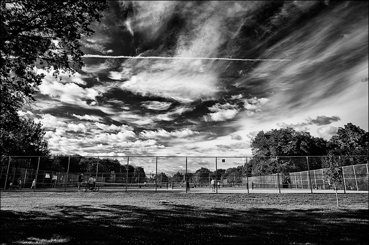Contrail over Park || Canon 5D2/EF24-105f4L@24 | 1/320s | f8 | ISO100