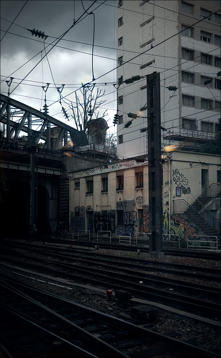 Dark Station || Panasonic GF1/pancake20mm | 1/125s | f1.7 | ISO100