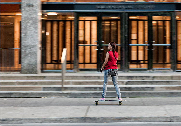 Skateboarder in Red || Canon5D2/EF24-105f4L@105 | 1/50s | f5 | ISO800