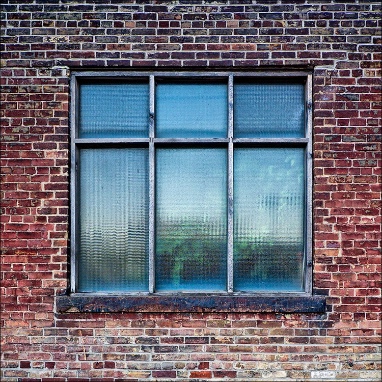 Glass and Bricks || Panasonic GH2/Vario7-14@11 | 1/80s | f4 | ISO160