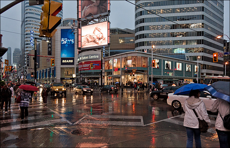 Wet Intersection || Canon5D2/EF24-105f4L@24 | 1/250s | f4 | ISO1600
