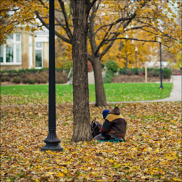 Fall Man    Canon5D2/EF100f2.8L   1/200s   f2.8   ISO100