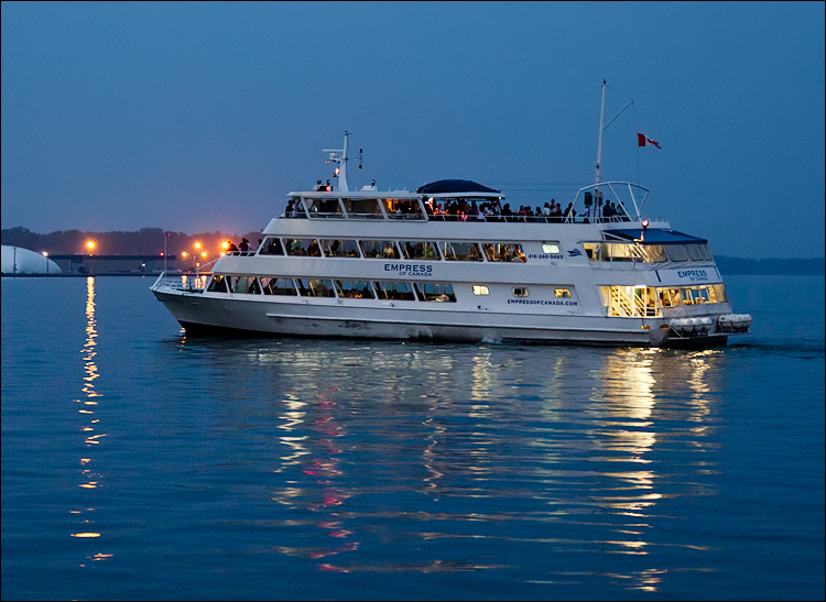 Empress of Canada || Canon5D2/EF24-105f4L@70 | 1/25s | f4 | ISO1600