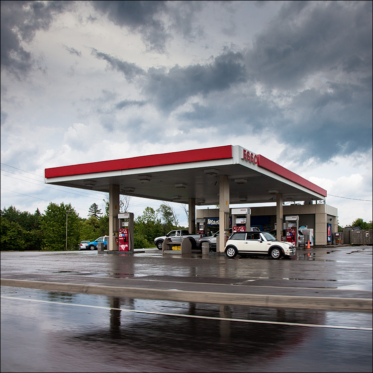 Rainy Gas Stop || Canon5D2/EF24-105f4L@24 | 1/250s | f10 | ISO400