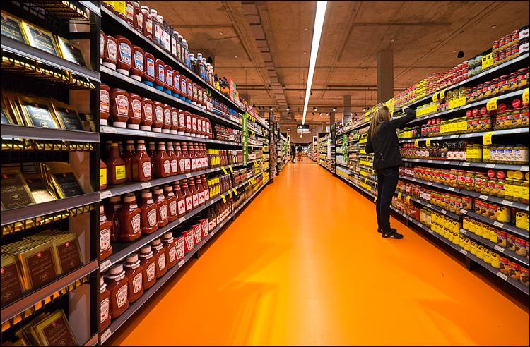 Orange Aile || Panasonic GX1/Lumix7-14@7 | 1/60s | f4 | ISO500