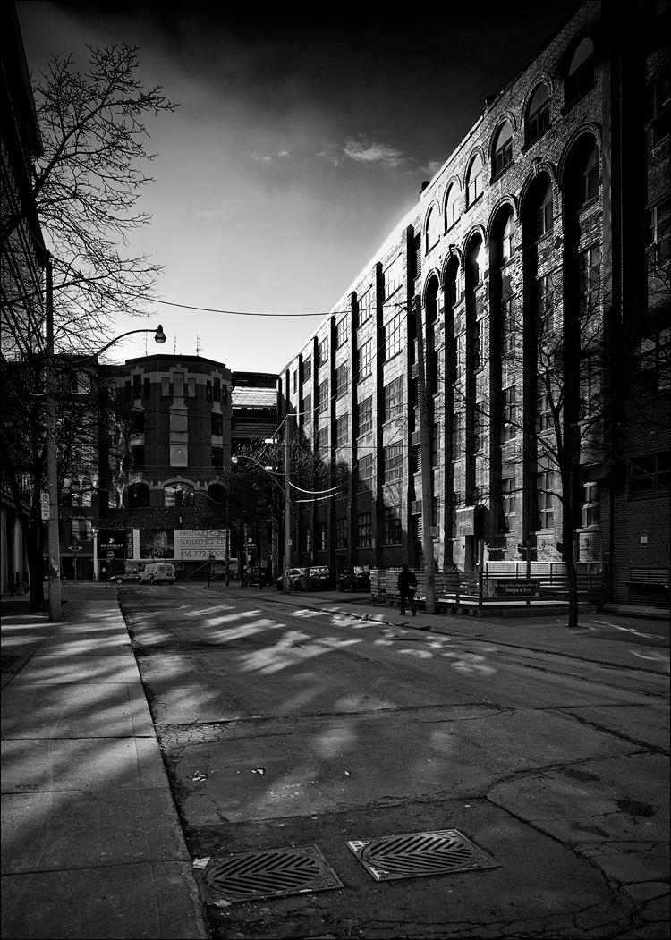 Morning in Black and White    Panasonic GX1/Lumix14-42@14   1/320s   f6.3   ISO160