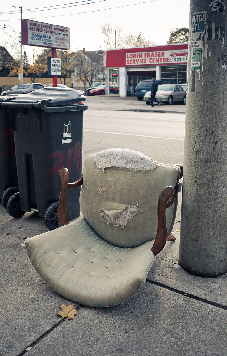 Torn Chair || Panasonic GF1/Lumix7-14@14 | 1/500s | f2.5 | ISO100