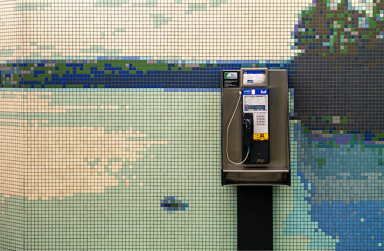 8-bit Phone    Panasonic GX1/Olympus45f1.8   1/100s   f1.8   ISO250
