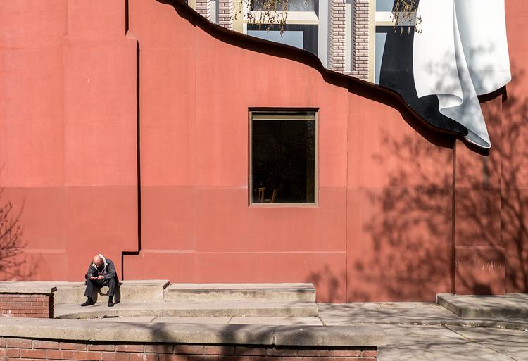 Man and The Window || Panasonic GX1/Lumix14-140@25 | 1/320s | f9 | ISO160