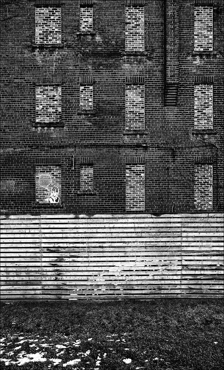 Audrey on Bricks || Panasonic GH2/Lumix7-14@7 | 1/125s | f4.5 | ISO160