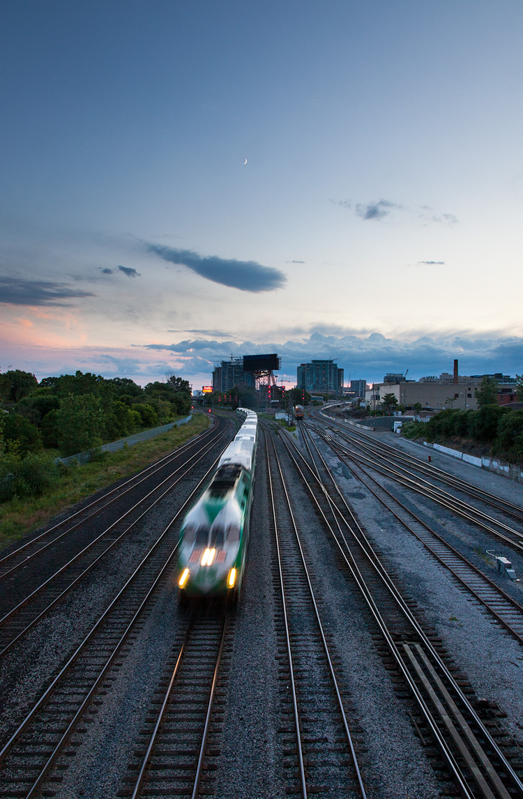 Train and the Moon || Canon5D2/EF24-105@24 | 1/10s | f18 | ISO400
