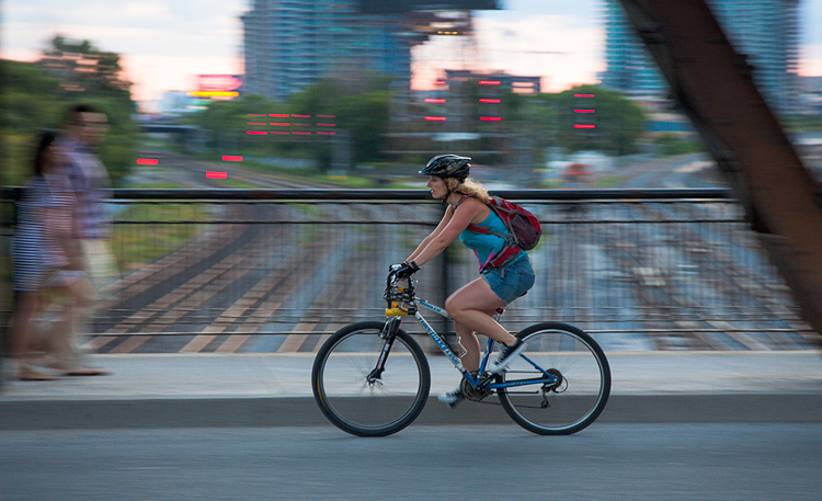 Cyclist on Bridge || Canon5D2/EF24-105@90 | 1/50s | f6.3 | ISO800
