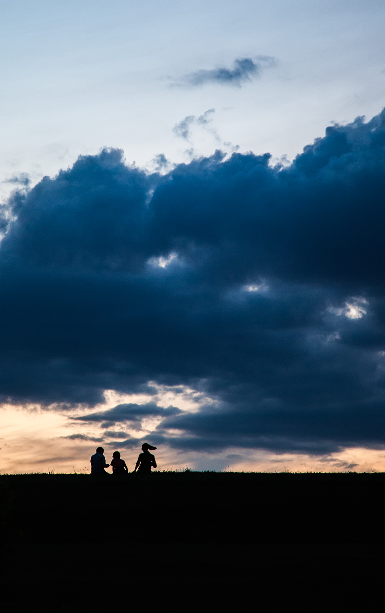 Kids on the Hill  || Canon5D2/EF24-105@105 | 1/40s | f4 | ISO1600