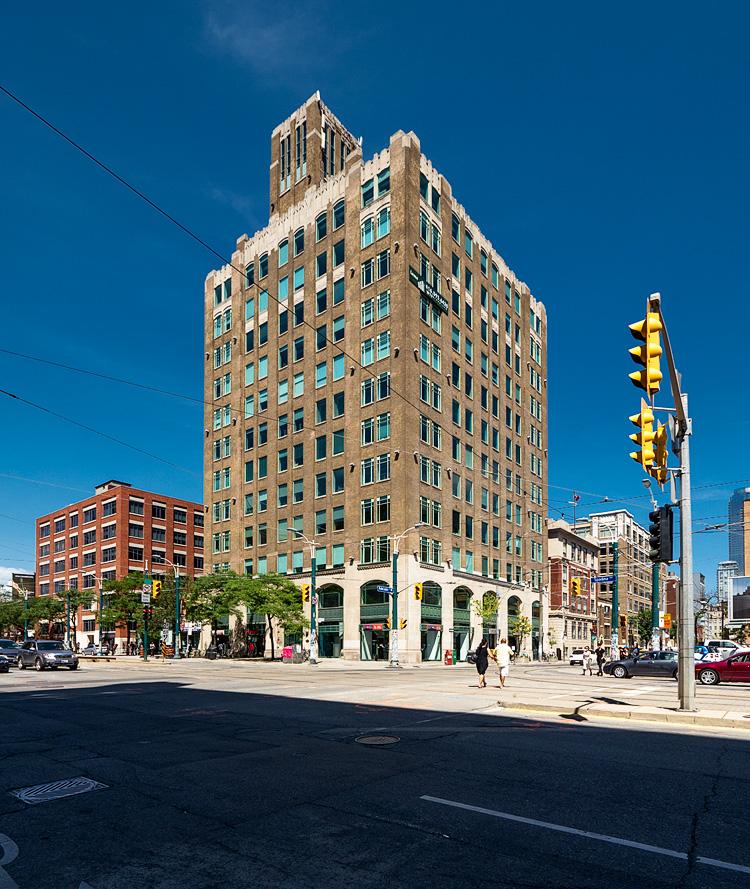 Corner Building || Panasonic GH2/Lumix7-14@7 | 1/320s | f7.1 | ISO160