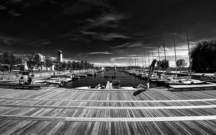 Waterfront Boardwalk || Panasonic GH2/Lumix 7-14@7 | 1/640s | f9 | ISO160
