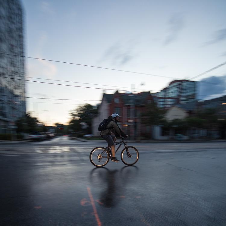 Rain Cyclist || Canon5D2/Sigma12-24@12 | 1/60s | f4.5 | ISO400