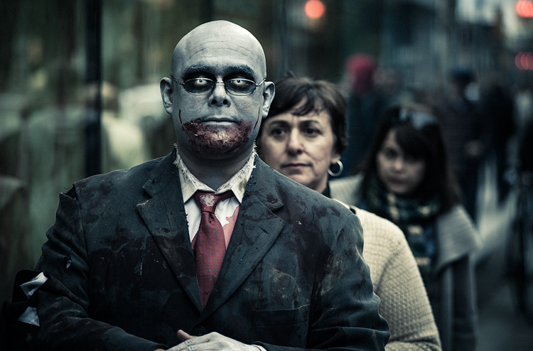 Businessman Zombie || Canon5D2/EF70-200f4L | 1/400s | f4 | ISO800