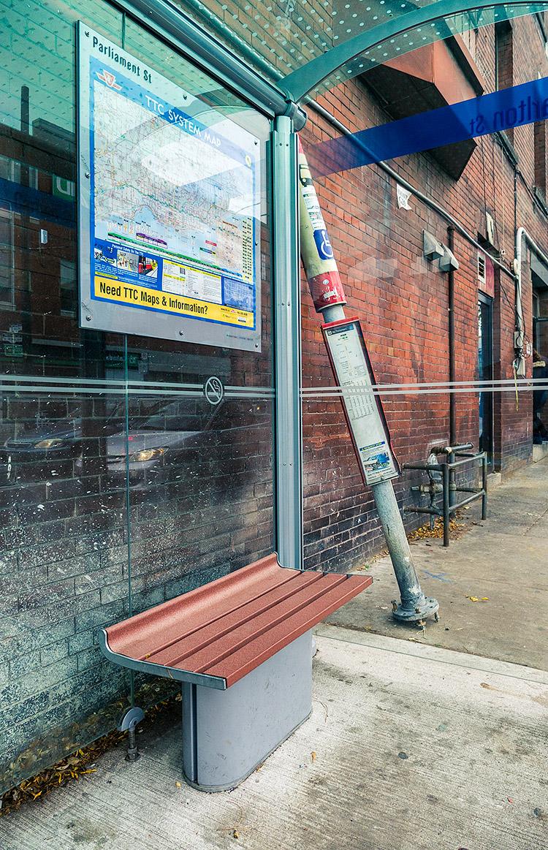 Bus Stop || Panasonic GX1/Lumix12-35@12 | 1/160s | f3.2 | ISO160