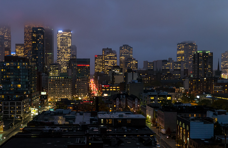 City at Dusk || Panasonic GX1/Lumix12-35@17 | 1/10s | f2.8 | ISO400