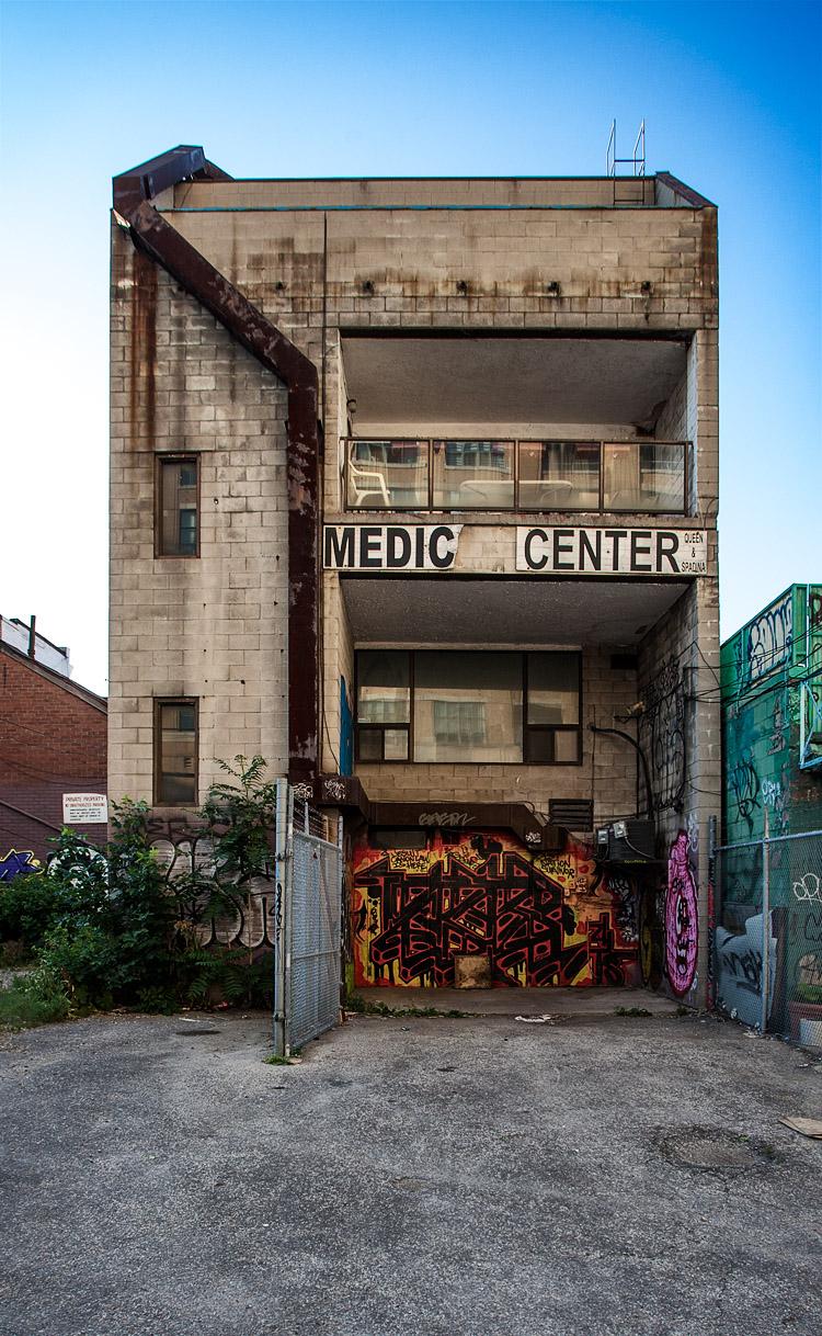 Medic Center || Canon5D2/EF17-40@17 | 1/200s | f5.6 | ISO200