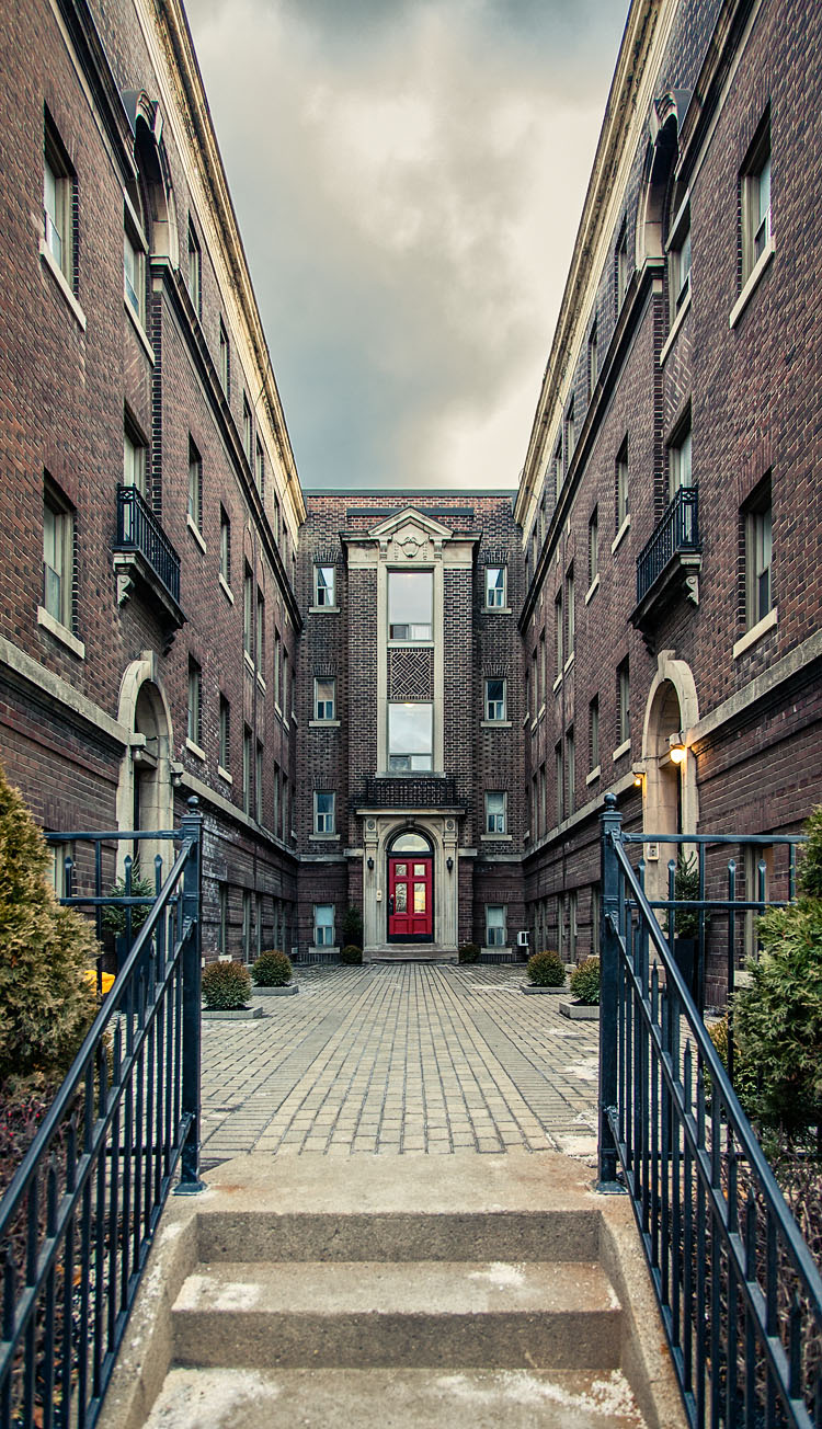 Broadview Mansions || Canon5D2/EF24-105f4L | 1/50s | f4 | ISO400