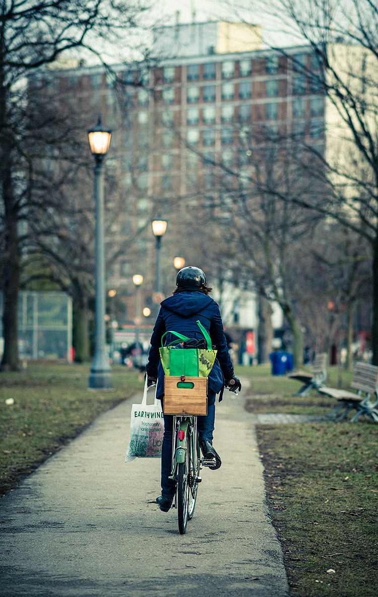 Green Cyclist || Panasonic GH3/Olympus 75mm | 1/400s | f1.8 | ISO200