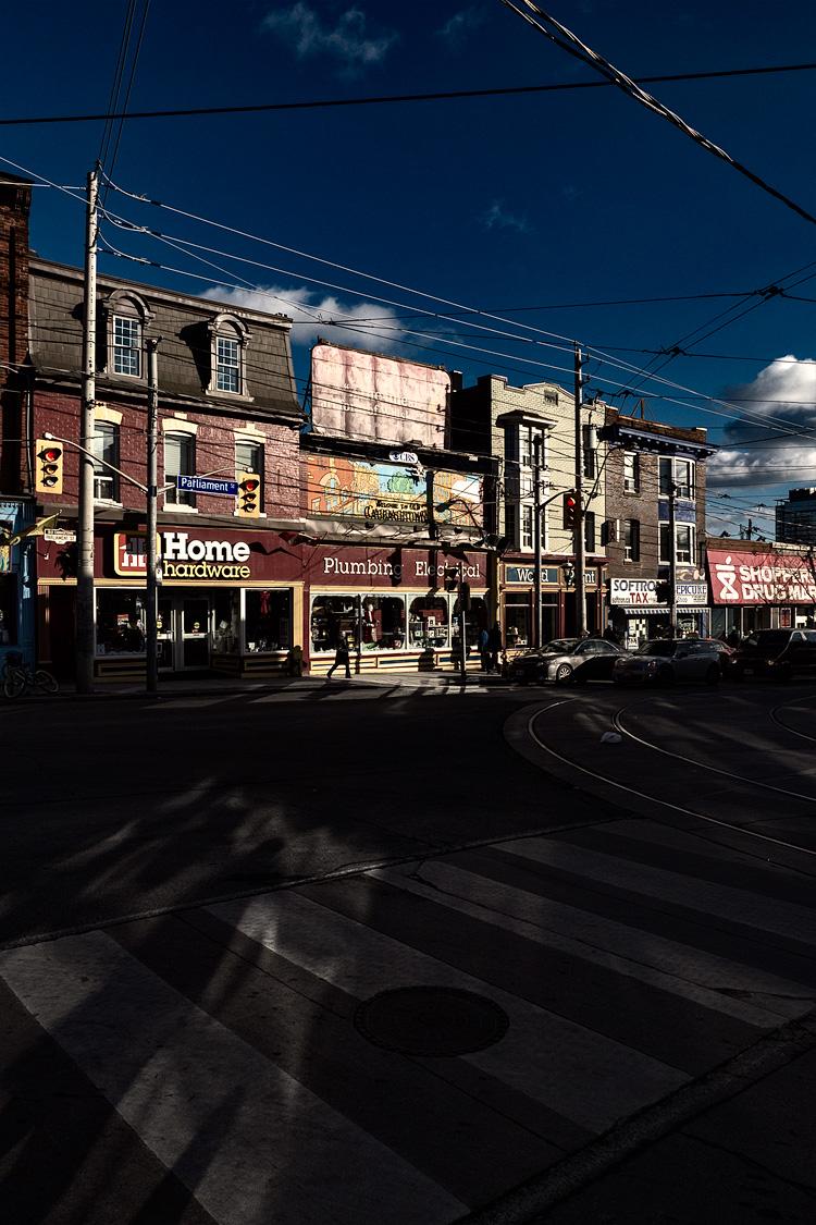 Dark Street || Panasonic GH3/Lumix12-35@12 | 1/2500s | f5.6 | ISO200