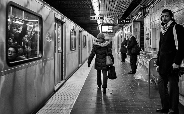 Subway People || Panasonic GH3/Lumix20f1.7 | 1/125s | f1.7 | ISO1000