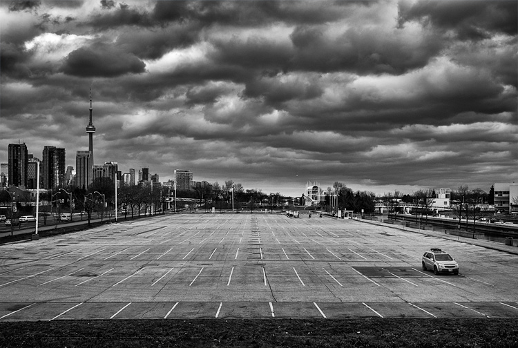Lone Car || Panasonic GH3/Lumix12-35@19 | 1/320s | f5.6 | ISO200