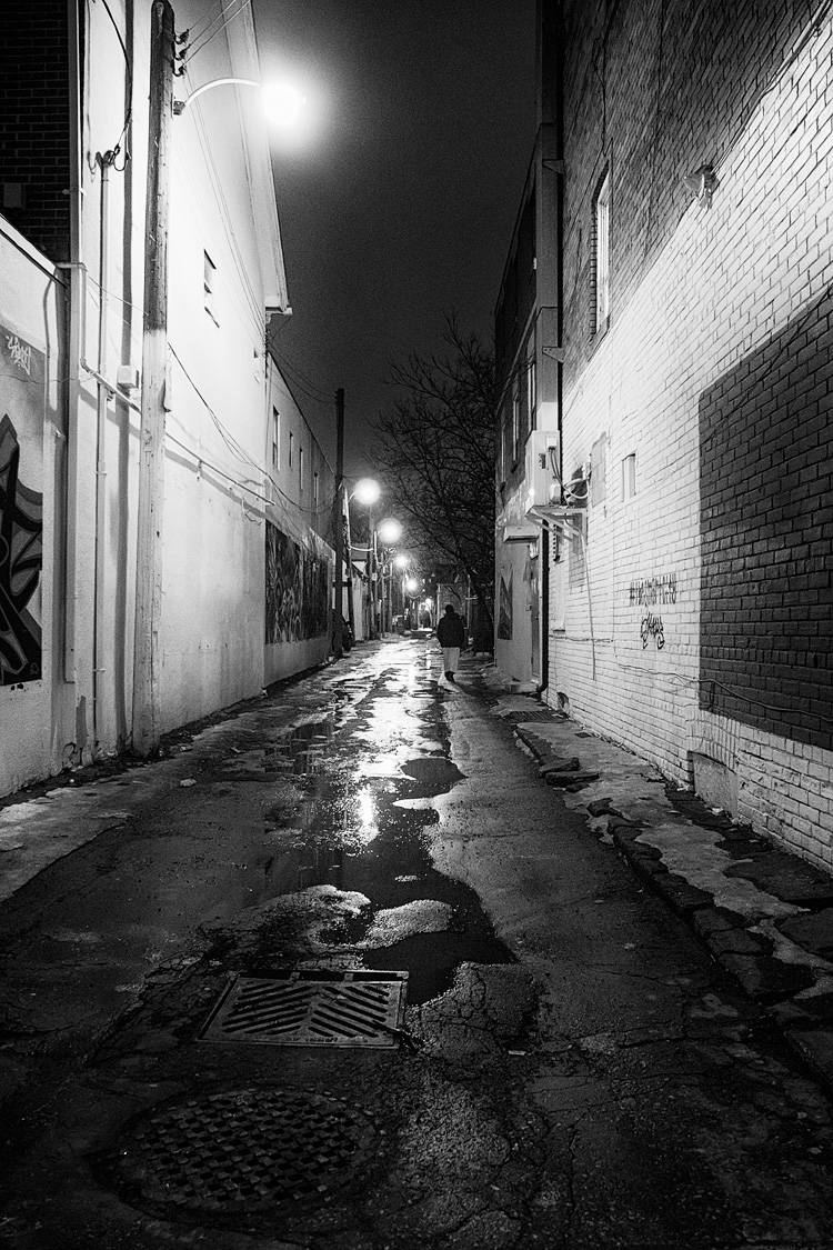 Man in the Alley || Panasonic GH3/Lumix12-35@12 | 1/20s | f2.8 | ISO1600